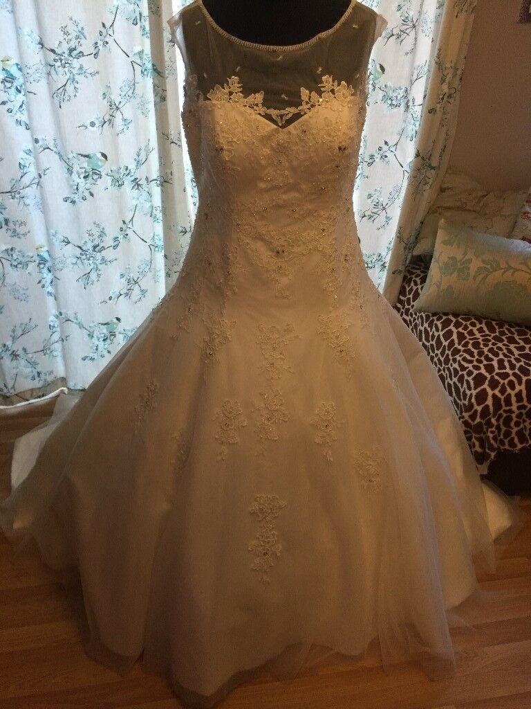 Wedding dress job lot, 30 + gowns sizes 10 - 26, mainly Victoria Kay ...