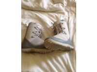 Salomon womans sz 5.5uk snowboard boots