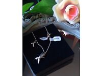 NEW BEAUTIFUL DIAMOND AND SILVER 'KISS' NECKLACE AND EARRINGS
