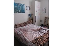 Double room available in a central position within a stone's throw from Merchant City