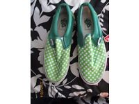 MENS VANS GREEN WITH POLKA DOTS BRAND NEW SIZE 7 GREAT CASUAL SHOES FOR THE SUMMER