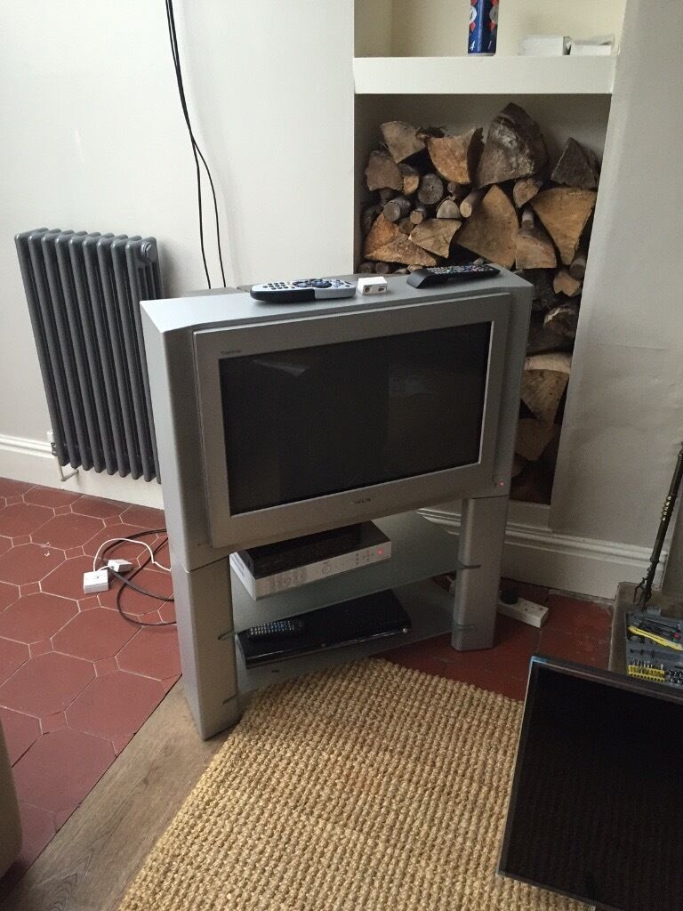 """FREESony 27"""" TV with standFREEin Knaresborough, North YorkshireGumtree - Great Sony TV. works well and complete with matching stand. Collection only"""