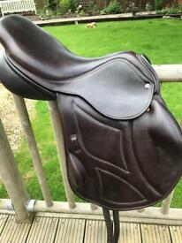 Ideal jumping saddle