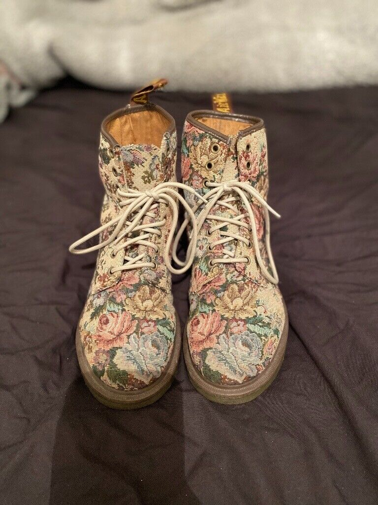 Castel Floral Tapestry Dr Martens Size 7 | in Southampton, Hampshire | Gumtree