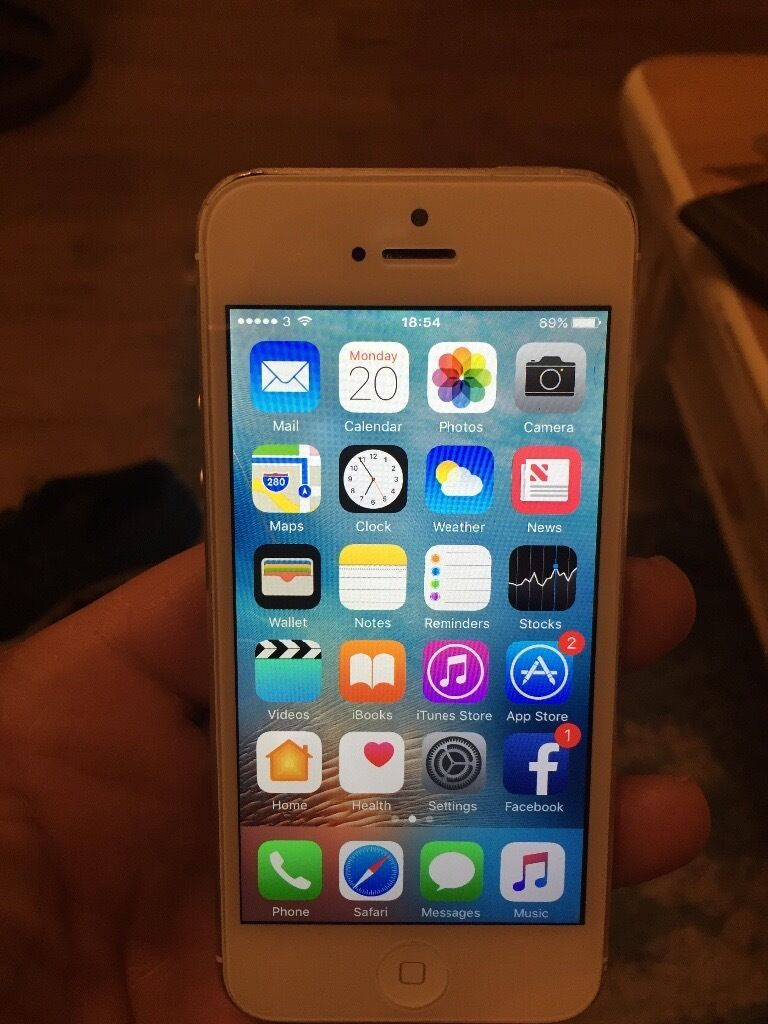iPhone 5 16gb whitein Bournemouth, DorsetGumtree - iPhone 5 16gb in very good condition the screen dont have scratches small scratches on back and side no time wasters please price is ono