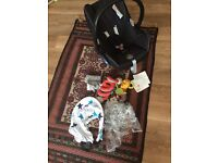 Maxi Cosi-Car seat. Unisex. In great Condition. Comes with accessories and manual.