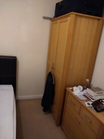 Double bedroom for rent in spacious 2-bed flat in Ilford