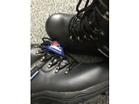 NEW Himalayan safety boots size 8