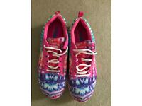 Sketchers size 7