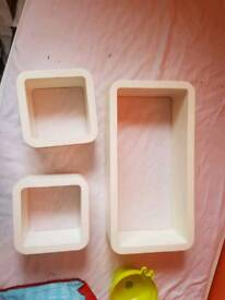 Wall cubes/shelves