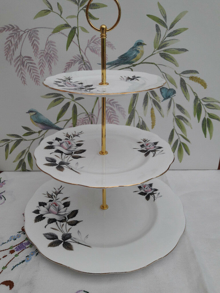 "Royal Albert ""Queens Messenger"" XL 3-tier cake stand"