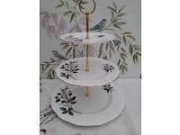 """Royal Albert """"Queens Messenger"""" XL 3-tier cake stand"""