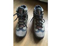 Columbia Walking/Trekking shoes Size 7 MEN - Like New