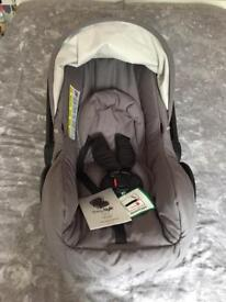 Brand new Oyster Car seat in city Grey