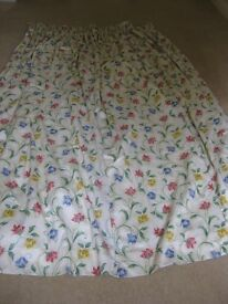 2 PAIRS FULLY LINED CURTAINS WITH VALANCES IN CREAM/BLUE/PINK/YELLOW/GREEN FLORAL