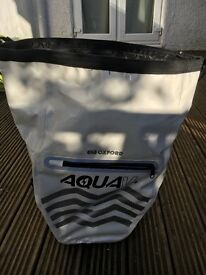 Waterproof bike pannier. Oxford Aqua v. In white.