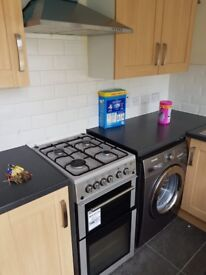 Newly refurbished spacious double bedroom - 10 minute walk from ilford station - £700 p/m
