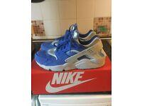 Nike Huarache brand new size 9