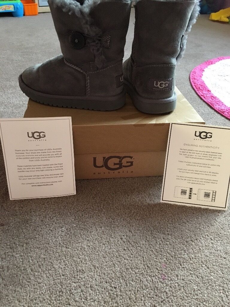 Genuine toddler girls ugg boots size 9