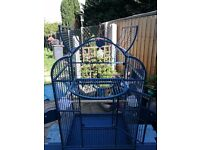 Large parrot & bird cage.