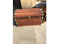 Dome style trunk , in good condition . Great for storage . Size L 32in D 19in H 21in.