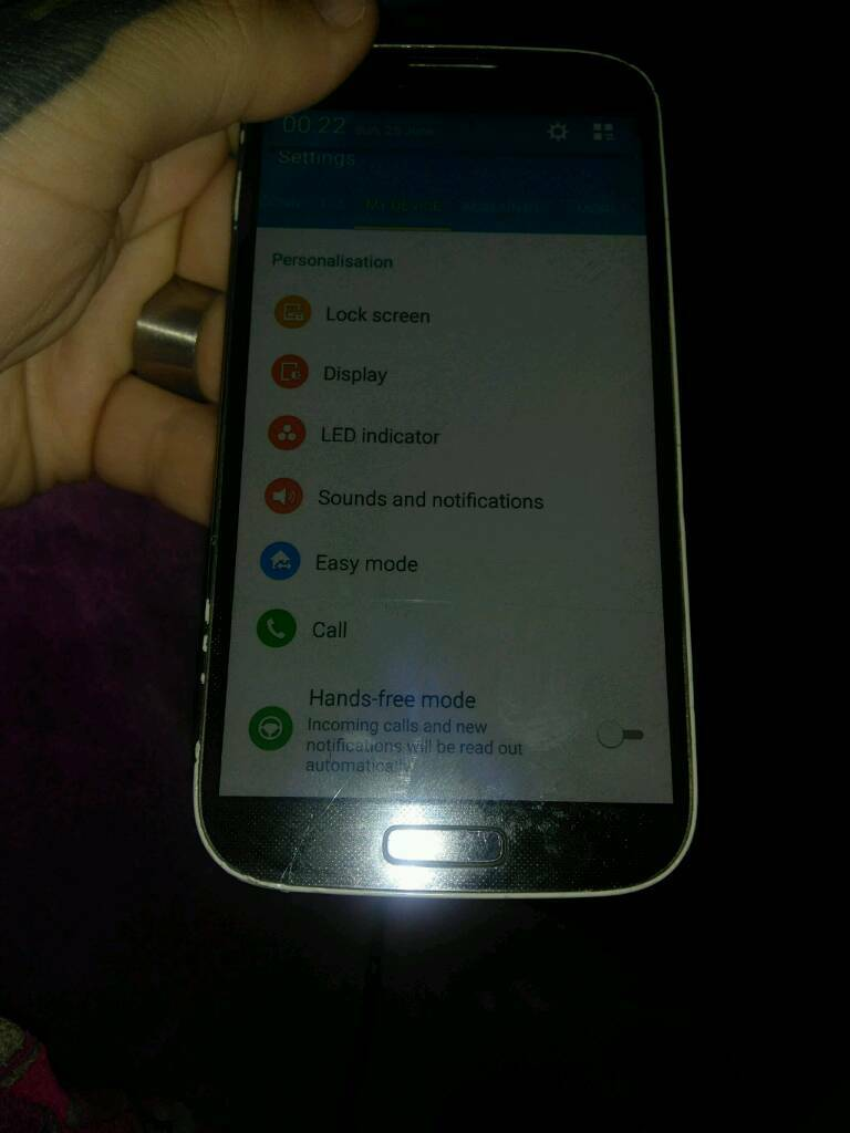 samsung s4 unlockedin Burnham on Sea, SomersetGumtree - samsung s4 normal.one not mini unlocked boxed 16gb has cack at bottom.screen ut works fine used it like that for ages with charger
