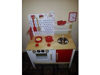 BRAND NEW KIDZMOTION LA PETITE CUISINE WOODEN PLAY KITCHEN