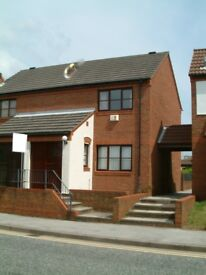 THE MARINA, HULL - 2 BED SEMI DETACHED HOUSE TO LET WITH PARKING TO THE REAR