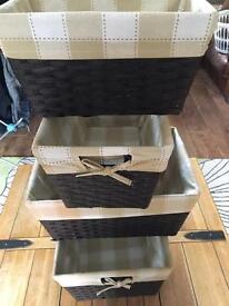 Set of storage baskets