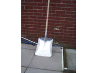shovel suitable for stable or show