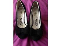 Size 5 firetrap shoes