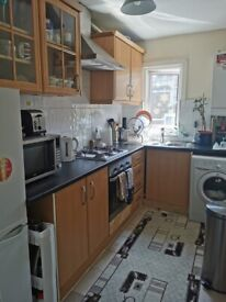 ONE BEDROOM FLAT £1250 PER MONTH INCLUDING BILLS AT LEYTON LONDON E10 7EA AREA.