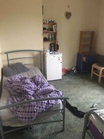 Shared Room in Aussie/Kiwi House!!