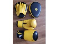 Gloves and pads set. HTH brand