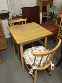 SQUARE DINING TABLE WITH 2 CHAIRS LOVELY SET £55.00