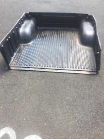 L200 load tray