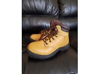 Mens Dunlop safety boots bnwt