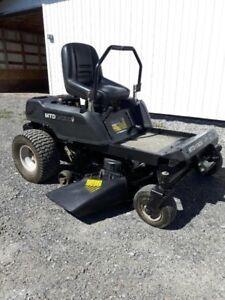 Tracteur à pelouse