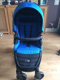 B-agile 4 stroller in blue & black, lovely lay flat stroller with an extendable hood