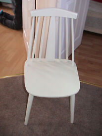 4 white kitchen chairs in very good condition.