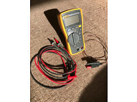 Multimeter Fluke 116, with thermoemeter probe.