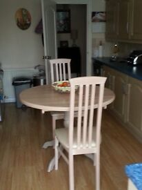Round kitchen table & four chairs