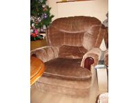 Super comfy and soft 1 seat sofa. Clean and free from smoke and pets. LIGHT WEIGHT ON WHEELS .