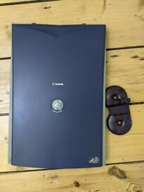 Canon flat bed scanner N670U with stand