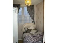 Single Room in Luxurious Warm and Cosy House. Unlimited Constant Hot Water. All Bills included.