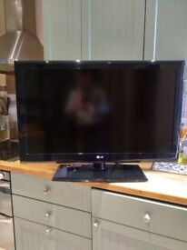 """LG 37LE4500 1080p LED LCD - 37"""" - Cheap - Small Line Down TV -"""
