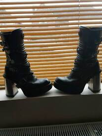 New Rock boots size 5 excellent used condition