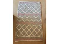 Contemporary rug: 158cm x 94cm