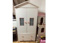 Lovely girls wardrobe with 2 draws at the bottom bit in good condition