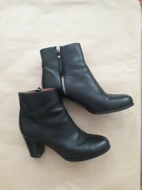 Black Leather Boots - Size 40 (7)